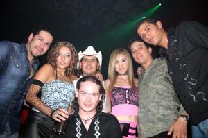David, Pepe, Daniela, Ana, Milton y Riky, en pasado festejo social.
