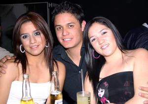 Jersson Valero, Karla Aparicio y Patricia Aparicio.