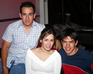 Luis Román, Mariana Domínguez y Jorge Vargas .
