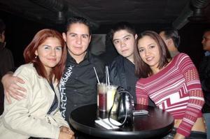 D-Martha López, Raúl Luna, Issac López y Michelle Villegas