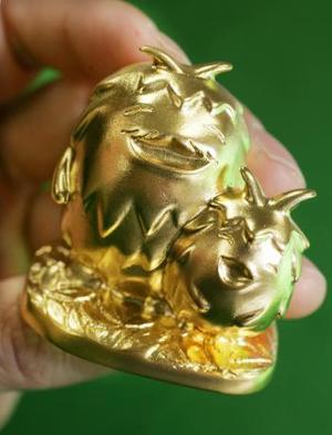 Una exposición de figuras de oro fue abierta en Tokio . <p> Cientos de figuras de oro, únicas en el mundo, fueron expuestas, cada una tiene un valor de cerca de un millón de yenes . <P> REUTERS