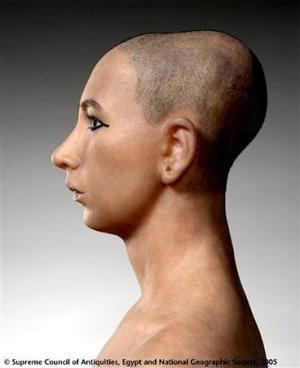 Los modelos del joven faraón, que murió hace 3 mil 300 años, muestran rasgos similares en los tres casos: un hombre de suaves rasgos, con mejillas abultadas y una barbilla redondeada.  <p> AP