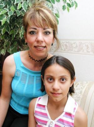 Ana Laura Casta Aguilera festejó sus 11 años de vida, con un adivertida reunión ofrecida por sus papás.