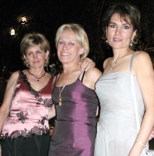 <u><i> 02 de septiembre de 2004</u></i><p>  Paty Murra, Dominique Le Sausse y Georgina Salmón.