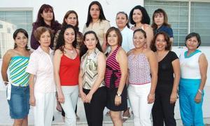 Claudia Cepeda Castañeda disfrtuó de una despedida de soltera, con motivo de su próxima boda con José Rubén Licerio González.