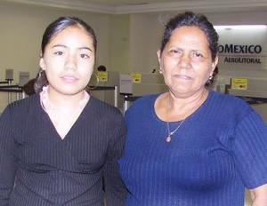 <u><i> 03 de Septiembre de 2004</u></i><p>   Cinthia Nohemí Fernández viajó a Tijuana y fue despedida por María del Sococrro Santoyo.