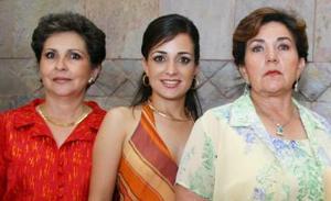 Lucila Hernández García junto a Lucila García de Hernández y Laurencia Martínez de González.