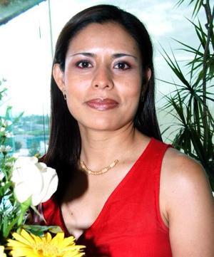 <u><i> 03 de Septiembre de 2004</u></i><p>  Olga Olivia Tea Mejía, captada en su despedida de soltera.