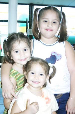 Liliana, Sofía  y Lizeth Martínez Vega.