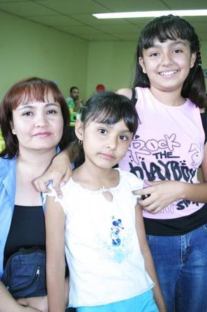 María del Rayo Solís Morales, Diana Isabel Martínez Solís y Estefany Vázquez Solís.