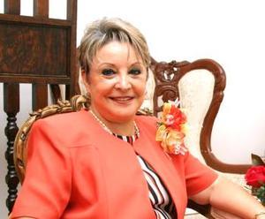 Olga Lilia González Flores, captada en el convivio que le ofrecieron en días pasados, con motivo de sus 27 años de servicio.