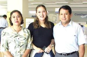 <u><i> 04 de Septiembre de 2004</u></i><p>   Silvia Barbachano viajó a París y fue despedida por Humberto y Silvia Barbachano.