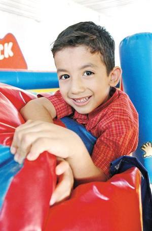 Juan Alejandro Rodríguez Cuéllar cumplió cinco años de vida y los festejó, con un divertido convivio infantil.