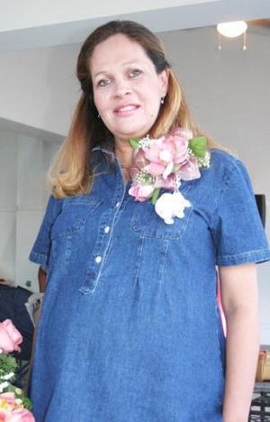 <u><i> 04 de Septiembre de 2004</u></i><p>  Leticia de Vargas recibió numerosos obsequios, en la fiesta de regalos que se le ofreció al bebé que espera.