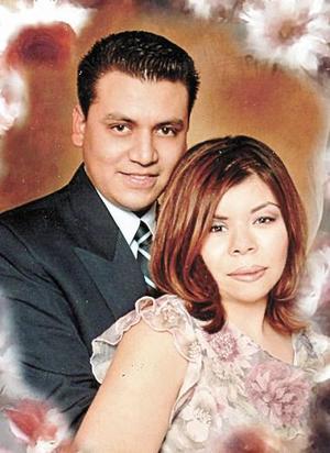 <u><i> 01 de Septiembre de 2004</u></i><p>  Juan Rubén Salas Tapia y Gabriela Campero Macías.