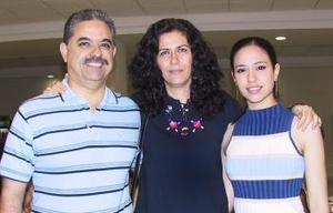 Guillermo Quintanar viajó al DF y fue despedido por María y Chacho Quintanar.