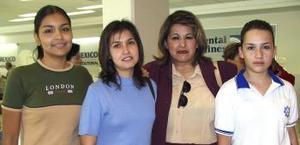 <u><i> 05 de Septiembre de 2004</u></i><p>   San Juana Fraire viajó a San Diego, la despidieron Mariana, Laura y Jael Fraire.