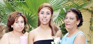 Cristina Berenice Sánchez García, junto a María Guadalupe García Rochel y María del Carmen Contreras Garay.