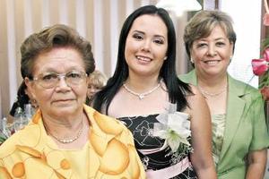 <u><i> 05 de Septiembre de 2004</u></i><p>  Leilani Flores Carrillo acompañada de Josefina Ortega de Landeros y Consuelo Carrillo de Flores
