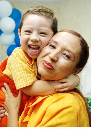 Augusto Moreno Medina  junto a su mamá Diana Yadira Moreno Medina, en la fiesta de cumpleaños que le ofreció en días pasados.