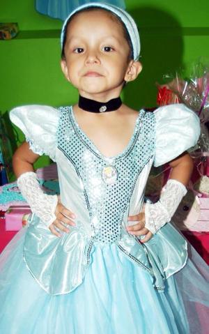 Daniela Reyes Schimtf cumplió cuatro años de vida y los festejó con un divertido convivio infantil.