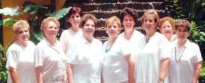 De vacaciones por Cancún, las señoras Zarife Yassin, Blanquita de Castañeda. Arcelia Cruz de Dávila, Carmela de Treviño, Laura de Estrello, Alicia de Yassin, Tere de García, Patricia de García y Nora de Rubio