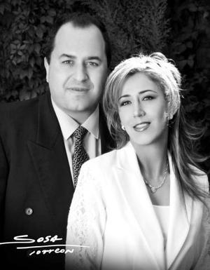 Sr. José Antonio Vázquez Baille y Srita. Elizabeth Delgado efectuaron su presentación religiosa en la parroquia de La Sagrada Familia el sábado 31 de julio de 2004.