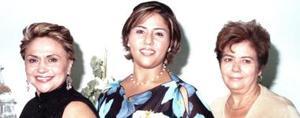 <u><i> 07 de Septiembre de 2004</u></i><p>  María Teresa Gutiérrez Encino acompañada de las organizadoras de su despedida de soltera, María Teresa de Gutiérrez y María de Jesús de Ramos.