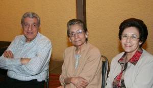 Humberto Fayad, Martha Borrego de Woo y Lucía de Fayad.