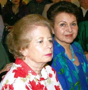 Olga Calderón y Victoria de la Peña.