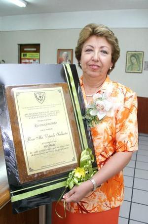 <u><i>05 de Septiembre de 2004</u></i><p>   Rosa María Dávila Saldaña, en el convivio que se le ofreció por sus 40 años de servicio magisterial.