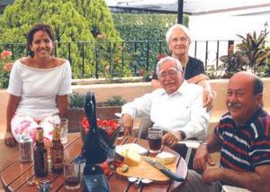 Elvira Herrera de Aguirre, Elvira Arce de Herrera, Emilio Herrera Muñoz y alberto aguirre Uribe, en pasado festejo social.