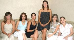 <u><i> 07 de Septiembre de 2004</u></i><p>  Mónica Salmón junto a sus amigas Arlett Abularach, Paty Castro, Marcela Gómez, Chacha Salmón y Ana Cris Aranda, en el desayuno que le ofrecieron por su cumpleaños.