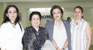 <u><i> 08 de Septiembre de 2004</u></i><p>   Frida González y Gloria de Villanueva viajaron al DF, las despidideron Rocío y Conchi.