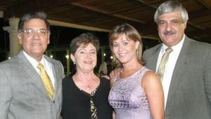 <u><i>08 de Septiembre de 2004</u></i><p>  Miguel Ruiz, Luz María de Ruiz, Miguel Mery y Mayela de Mery.