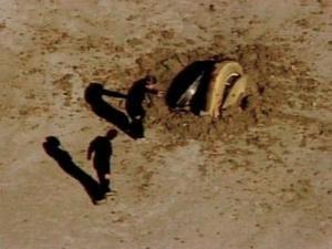 El plan cinematográfico, y sin precedentes en la exploración civil del espacio, era que se desplegaría un paracaídas plano, similar a un parapente, que frenaría la caída de la cápsula, y los helicópteros se turnarían en los intentos parar capturarla en el aire.