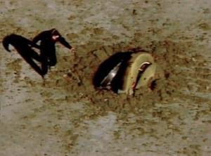 La Nasa difundió imágenes de televisión en las que se vio a la sonda precipitándose a tierra en un desierto del estado de Utah.