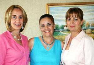 Nety de Castañeda acompañada de Carmen de Metlich y Silvia de Alcázar.