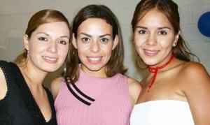 Paloma Moreno, Gina López y Gaby Moreno, en pasado festejo social.
