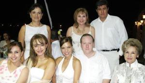 Julia Meléndez, Sandra de Ramírez, Luly Guzmán, Graciela Villalobos, Martha de Madero, Alfredo Madero y Olga García de Garza.