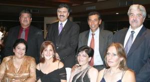 <u><i> 09 de Septiembre de 2004</u></i><p>  Salvador y Corina Godoy, Carlos y Yolanda Trasfí, Gabriel y Olga Ramos, Enrique y Mayela Ramos, en reciente acontecimiento de boda.