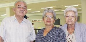 <u><i> 10 de Septiembre de 2004</u></i><p>   María Luisa Padilla viajó a San Diego, California y fue despedida por Margarita y Francisco Santos.