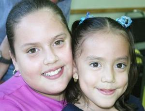 Las pequeñas Fernanada y Karla Morales Alderete, en pasado evento infantil.