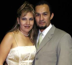 Pablo Alvarado y Gina de Alvarado.