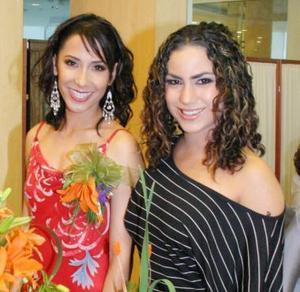 Ana Sofía Meléndez, acompañada de su hermana Alejandra en su despedida de soltera.