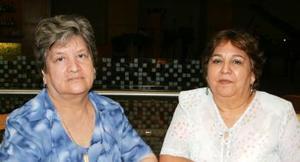 Estela Pedroza de Reyes y Mary de Cárdenas.