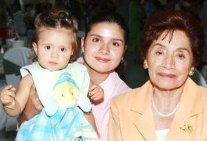 Cynthia Covarrubias de Arredondo, Guillermina de Covarrubias y Paula Arredondo Covarrubias, estuvieron en su reunión.