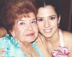 <u><i> 12 de Septiembre de 2004</u></i><p>  María del Socorro Martínez Hernández junto a su nieta lucía Ortega Hernández..