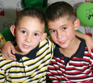 Jorge y Bernanardo Fernández Cruz cumplieron siete y cinco años de vida y los festejaron con un divertido convivio infantil.