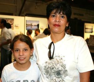 Mayra Elisa Reyes y Patricia Arroyo.